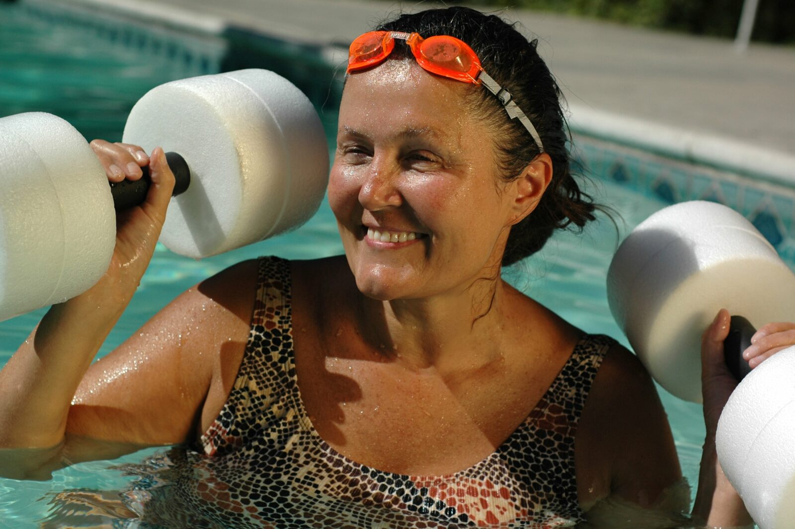older woman doing water aerobics to lose weight